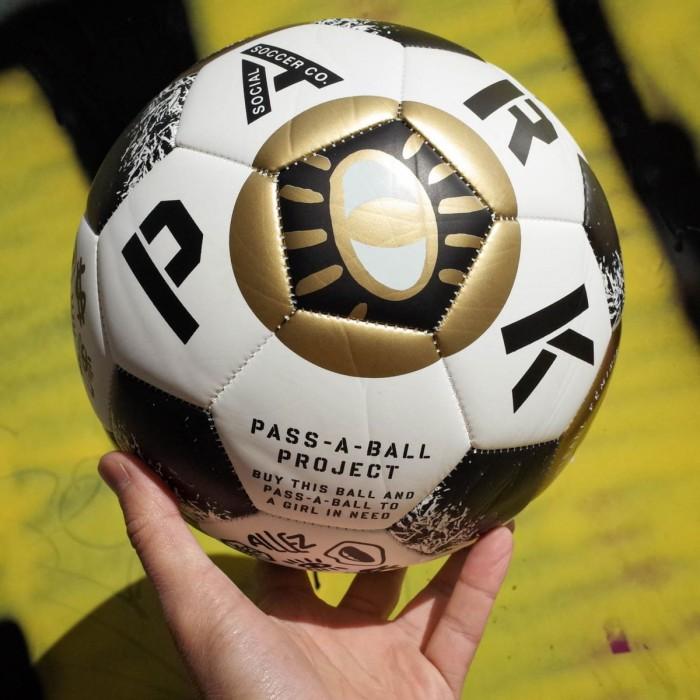 """Ballon de foot PARK """"Le Football Féminin"""""""